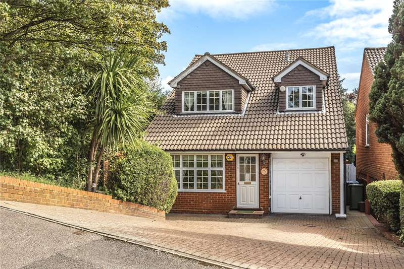 4 Bedrooms Detached House for sale in Meadowbank, Watford, WD19