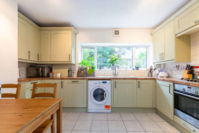 2 Bedrooms Flat for sale in Gap Road, Wimbledon, SW19