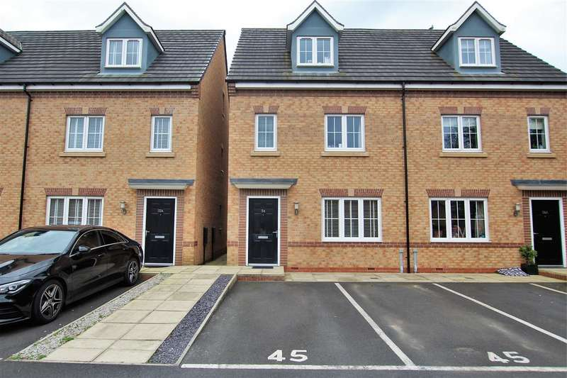 4 Bedrooms Semi Detached House for sale in Oakleaf Drive, Preston