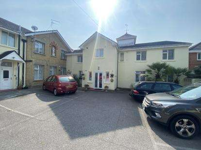 3 Bedrooms Retirement Property for sale in 22 Westfield Avenue, Hayling Island, Hampshire