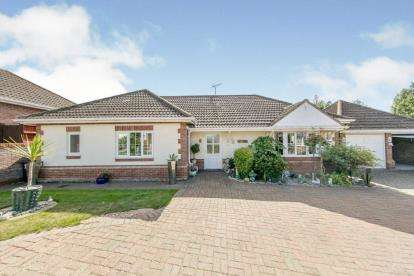 3 Bedrooms Bungalow for sale in West Clacton, Clacton On Sea, Essex