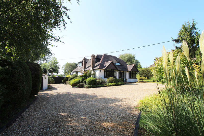 4 Bedrooms Detached House for sale in Southwick Road, North Boarhunt