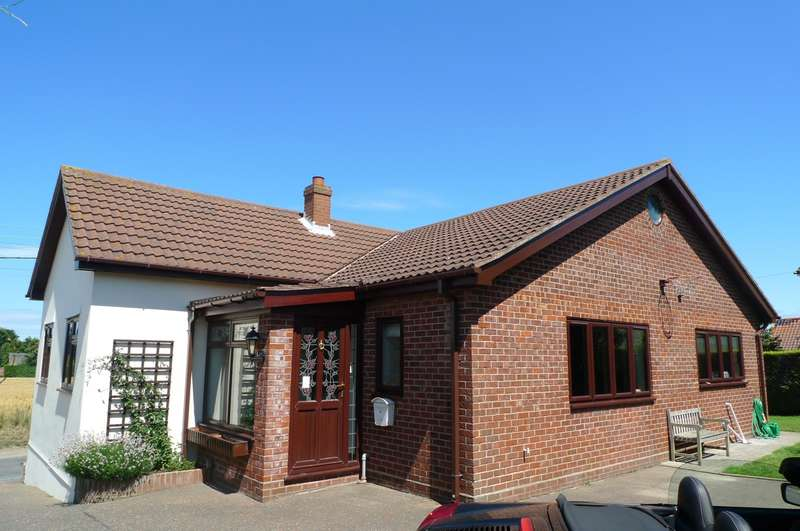 3 Bedrooms Detached Bungalow for sale in Cottage Lane, West Somerton, Great Yarmouth, NR29