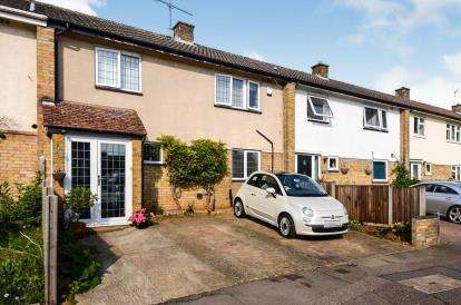 3 Bedrooms Terraced House for sale in Longfields, Stevenage, Hertfordshire, England