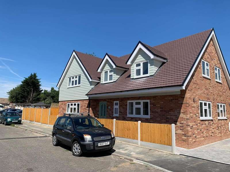 5 Bedrooms Detached House for sale in Latimer Drive, Basildon, Essex, SS15 4AD