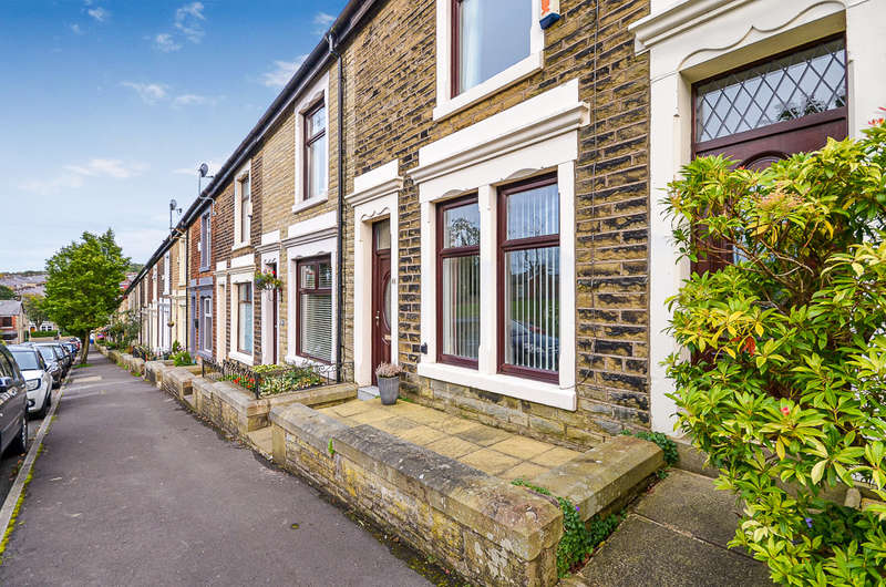 3 Bedrooms Terraced House for sale in Avondale Road, Darwen