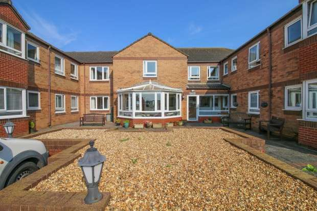 2 Bedrooms Apartment Flat for sale in Sandpiper Court, Thornton-Cleveleys, FY5