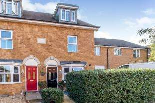 3 Bedrooms Semi Detached House for sale in Toad Hall Crescent, Chattenden, Rochester, Kent