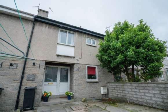 3 Bedrooms Terraced House for rent in Blackthorn Crescent, Aberdeen, AB16