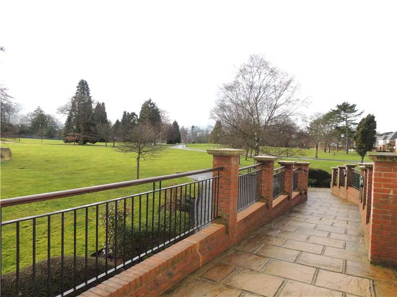 3 Bedrooms Apartment Flat for rent in Sycamore House, 10 East Parkside, Warlingham, Surrey