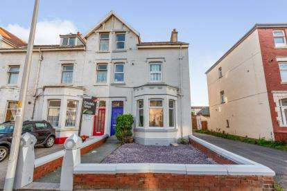 2 Bedrooms Flat for sale in Haddon Road, Bispham, Blackpool, Lancashire, FY2