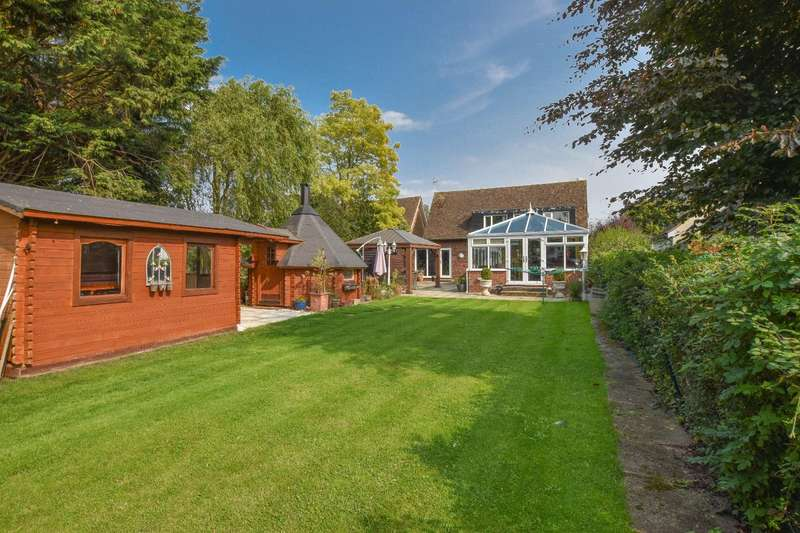 4 Bedrooms Detached House for sale in Watch House Green, Felsted, Dunmow