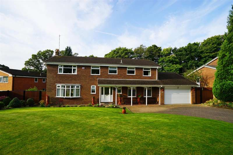 5 Bedrooms Detached House for sale in The Glen, Heaton, Bolton