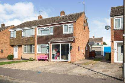3 Bedrooms Semi Detached House for sale in Mallard Close, St Johns, Worcester, Worcestershire