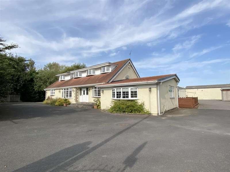 5 Bedrooms Detached Bungalow for sale in School Road, Blackpool