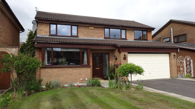 4 Bedrooms Detached House for sale in Elderwood, Firwood Park, Chadderton
