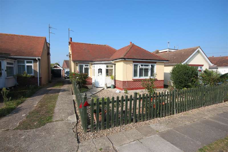 2 Bedrooms Bungalow for sale in Merrilees Crescent, Holland-on-Sea