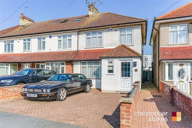3 Bedrooms End Of Terrace House for sale in Clarendon Road, Cheshunt, Hertfordshire