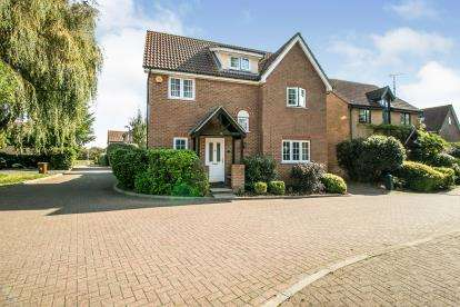 5 Bedrooms Detached House for sale in Brandon Groves, South Ockendon, Essex