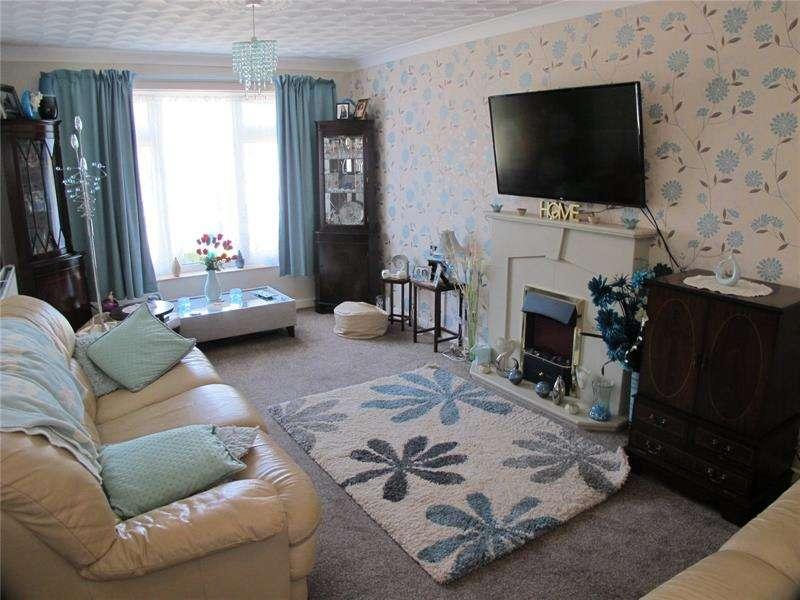 3 Bedrooms Semi Detached House for sale in Foster Close, Stubbington, Fareham, Hampshire, PO14