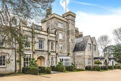 2 Bedrooms Flat for sale in Ravensbourne House, Westerham Road, Keston