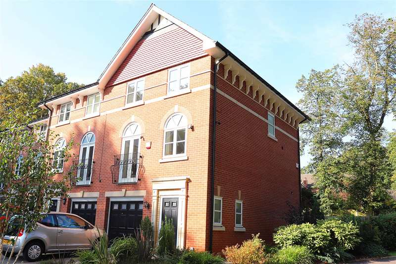 4 Bedrooms Town House for sale in Clevelands Drive, Heaton, Bolton