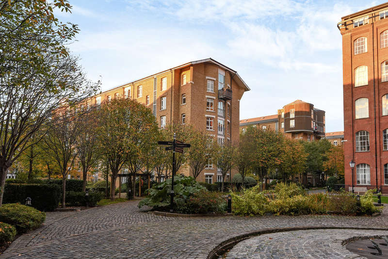 2 Bedrooms Flat for sale in Park East Building, Bow Quarter