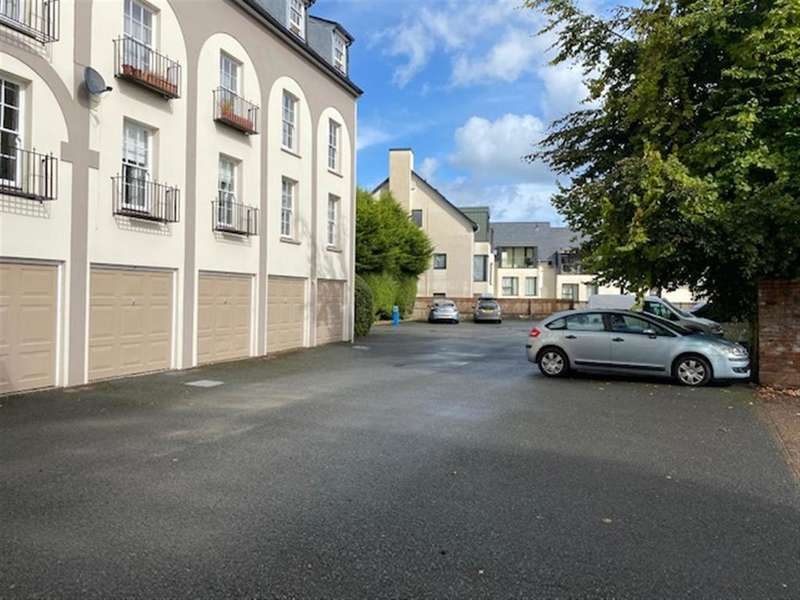 2 Bedrooms Penthouse Flat for sale in Monk Street, Monmouth