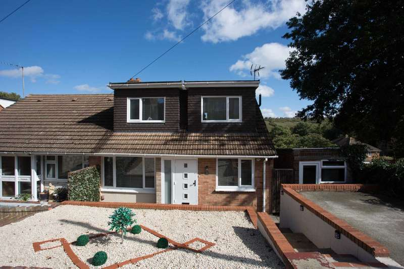 3 Bedrooms Chalet House for sale in Carlton Crescent, Chatham