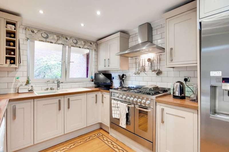 3 Bedrooms Flat for sale in Wynford Road, Islington, N1