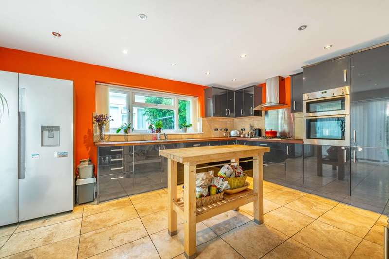 5 Bedrooms House for sale in Overton Close, Isleworth, TW7