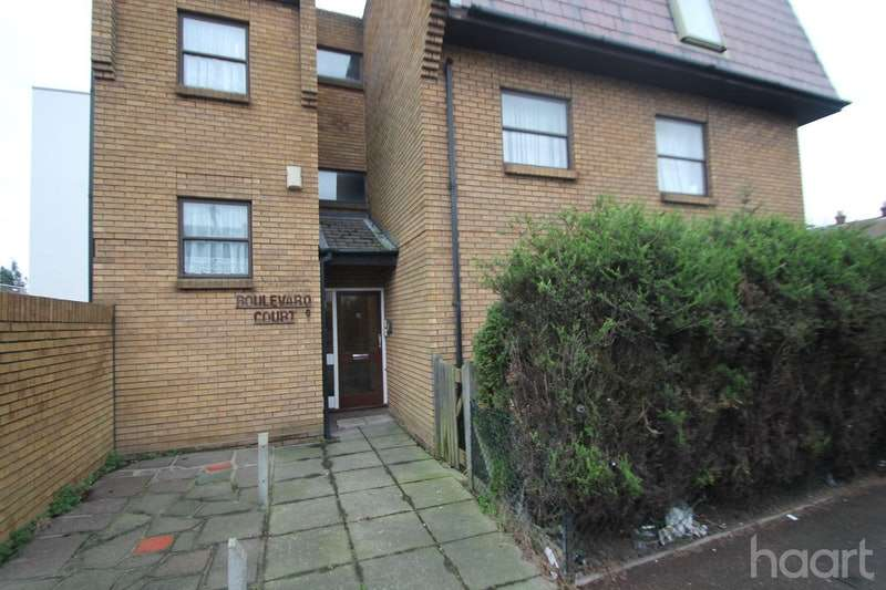 2 Bedrooms Flat for sale in Hamstel Road, Southend-on-Sea, Essex, SS2