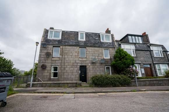 3 Bedrooms Flat for rent in Castlehill, City Centre, Aberdeen, AB11
