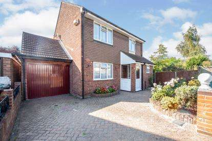 4 Bedrooms Detached House for sale in Collier Row, Romford, Essex