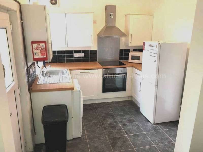 5 Bedrooms House Share for rent in Croft Street, Salford