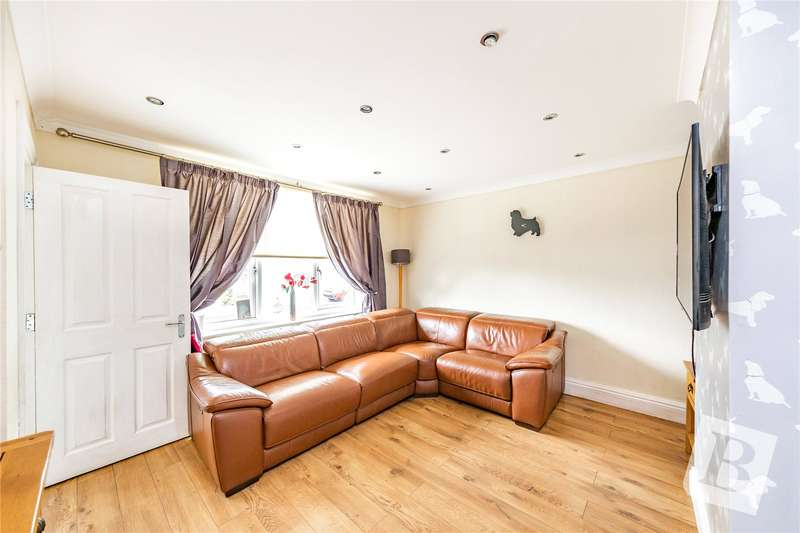 3 Bedrooms Terraced House for sale in Faringdon Avenue, Harold Hill, RM3