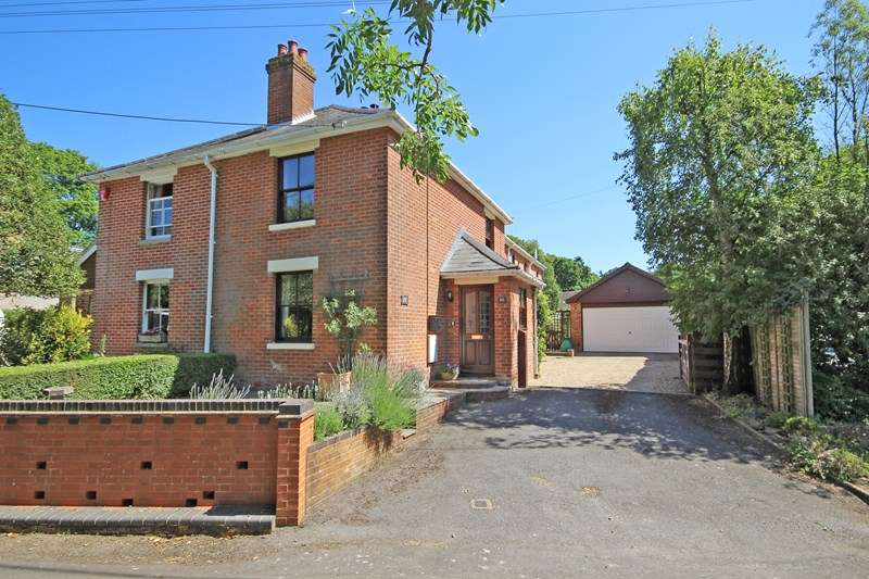 3 Bedrooms Semi Detached House for sale in Cull Lane, New Milton, Hampshire, BH25