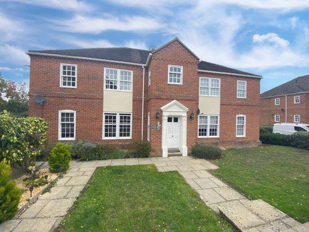 1 Bedroom Apartment Flat for sale in Calcott Park, Yateley, Hampshire