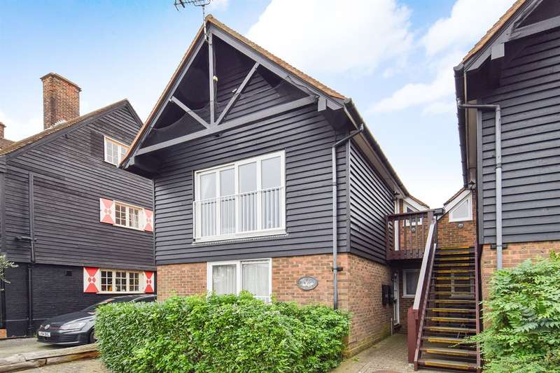 2 Bedrooms Flat for sale in Millers Court, Whitstable