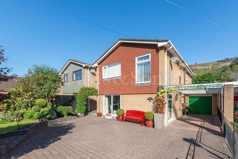 4 Bedrooms Detached House for sale in New Park Road, Risca, Newport. NP11 7AE