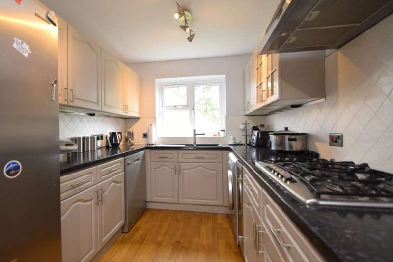 4 Bedrooms Detached House for sale in Manor Gardens, Walderslade, Chatham, ME5