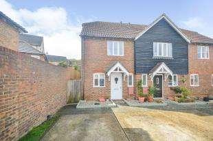 2 Bedrooms Semi Detached House for sale in Badgers Den, Ashford, Kent