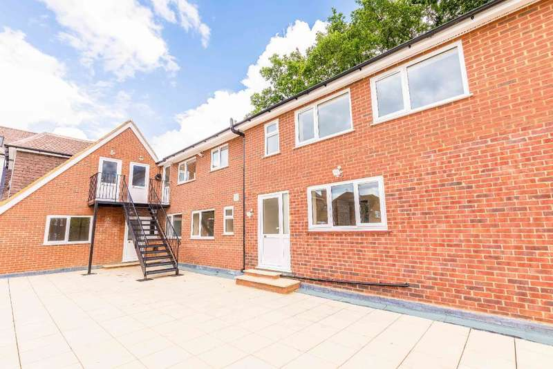 3 Bedrooms Flat for rent in Thornbridge Road, Iver, SL0 0PU
