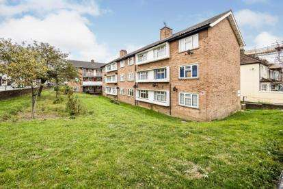 1 Bedroom Flat for sale in Madras Road, Ilford