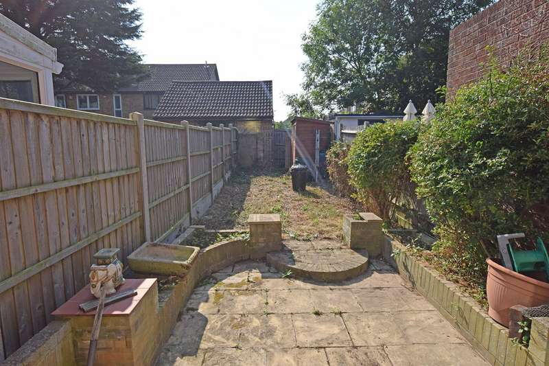 2 Bedrooms Terraced House for sale in Greenfinches, Hempstead, Gillingham