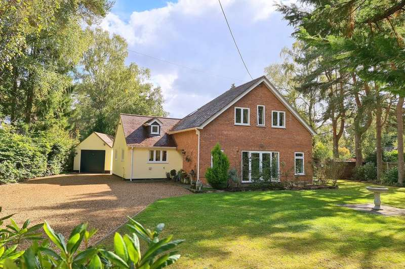4 Bedrooms Detached House for sale in Lions Lane, Ashley Heath, BH24 2HN