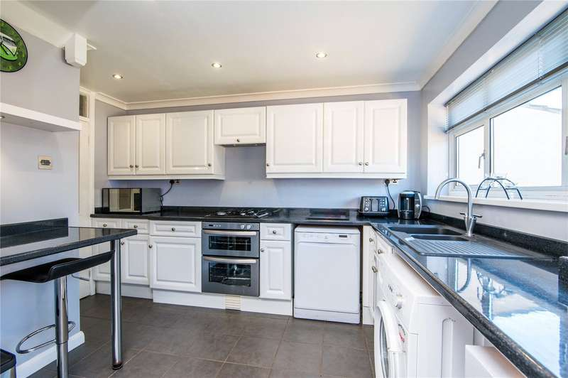 3 Bedrooms Semi Detached House for sale in Conway Avenue, Great Wakering, Essex, SS3