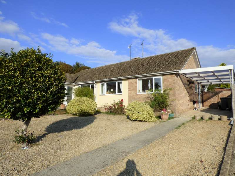 2 Bedrooms Bungalow for sale in Tinglesfield, Stratton, Cirencester, Gloucestershire