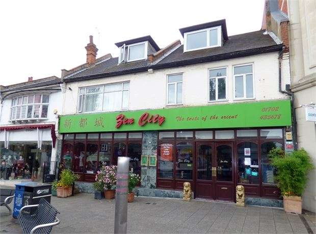 4 Bedrooms Apartment Flat for sale in Hamlet Court Road, Westcliff on sea, Westcliff on sea, SS0 7EW
