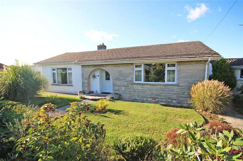 3 Bedrooms Bungalow for sale in Woodlawn Close, Barton on Sea, New Milton, Hampshire, BH25